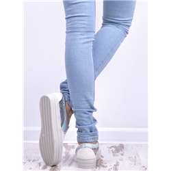 Białe sandały japonki