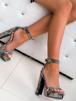 Sandały na słupku Madam...