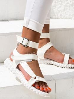 Sandały płaskie lakierowane...