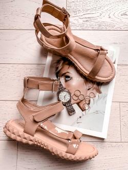 Sandały płaskie lakierowane Vana Rock czarne