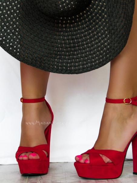 Wysokie sandały na słupku...