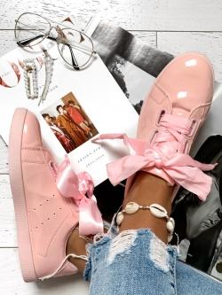 Słodkie różowe trampki...