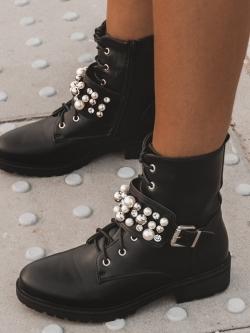 Workery z perłami Madam...