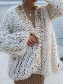 Gruby sweter z cekinami beżowy