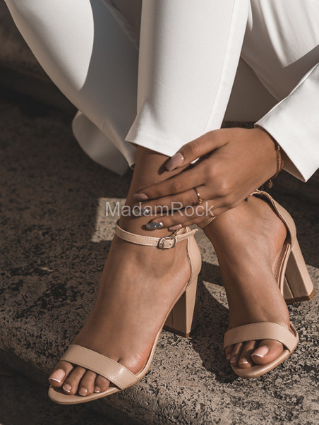 Sandały klasyczne Madam...