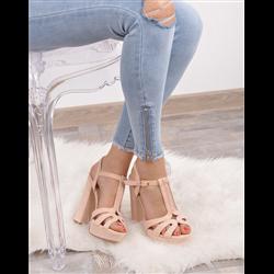 Srebrne sandały z szerokimi blaszkami
