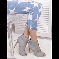 Niebieskie zamszowe sandały na słupku