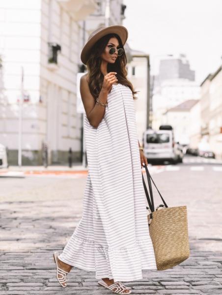 Długa zwiewna sukienka...