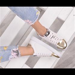 Płaskie zamszowe sandały wiązane wokół kostki