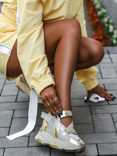 Sneakersy z wycięciami...