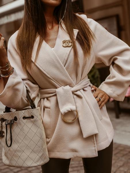 Płaszcz krótki wiązany...