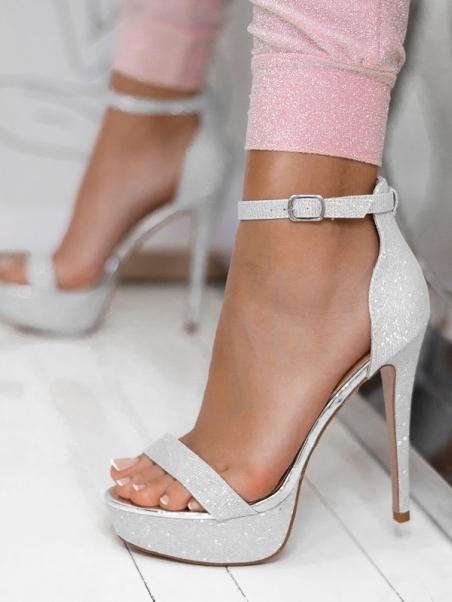 Wysokie sandały na szpilce...