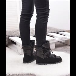 Eleganckie czarne sandały na koturnie