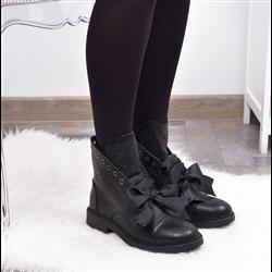 Stylowe czarne sneakersy z puszkiem
