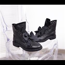 Czarne skórzane sneakersy z kokardą