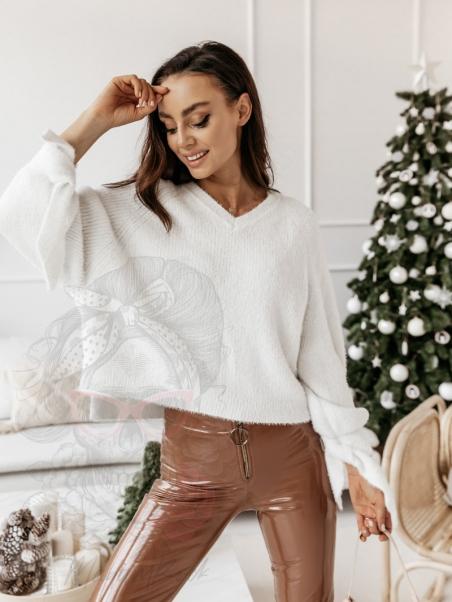 Sweter moherowy ze srebrną...