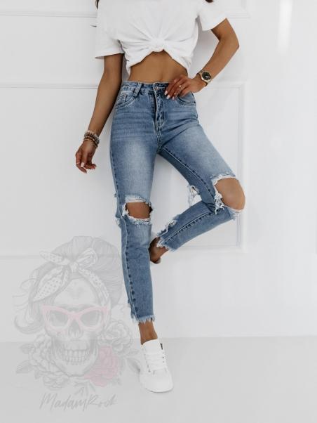 Spodnie jeansowe z dziurami...