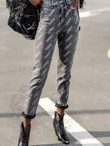 Spodnie jeansowe z napisami...